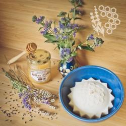 Dans un bol provençal - Collection Bacchante - Bougie Miel de Lavande