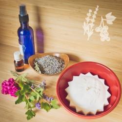In a Provençal bowl - Collection Bacchante - Lavender cassis candle