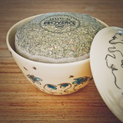 In a handmade bowl - Collection Candide - Organic spices for pizza
