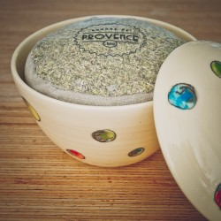 In a handmade bowl - Collection Candide - Organic spices for fish