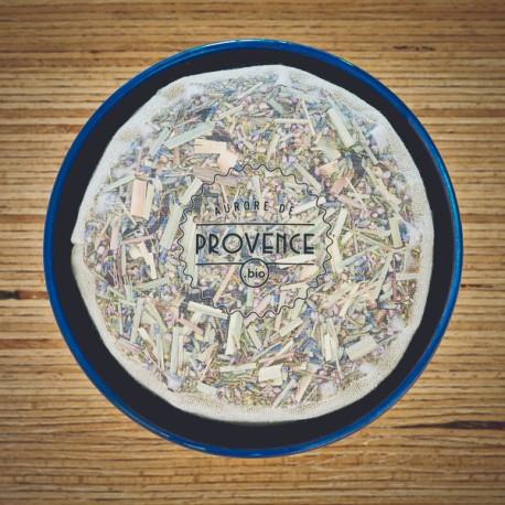 In einer handgefertigten Schale aus der Provence